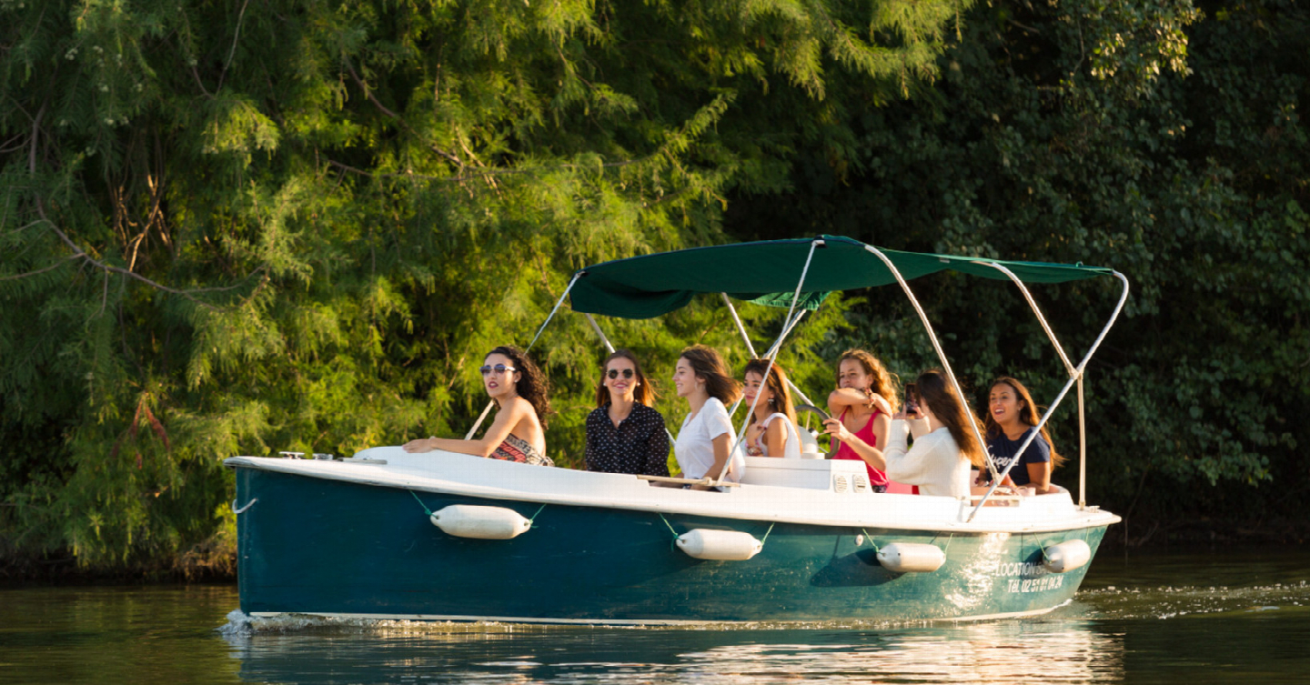 The ideal boat for larger self drive electric boating parties