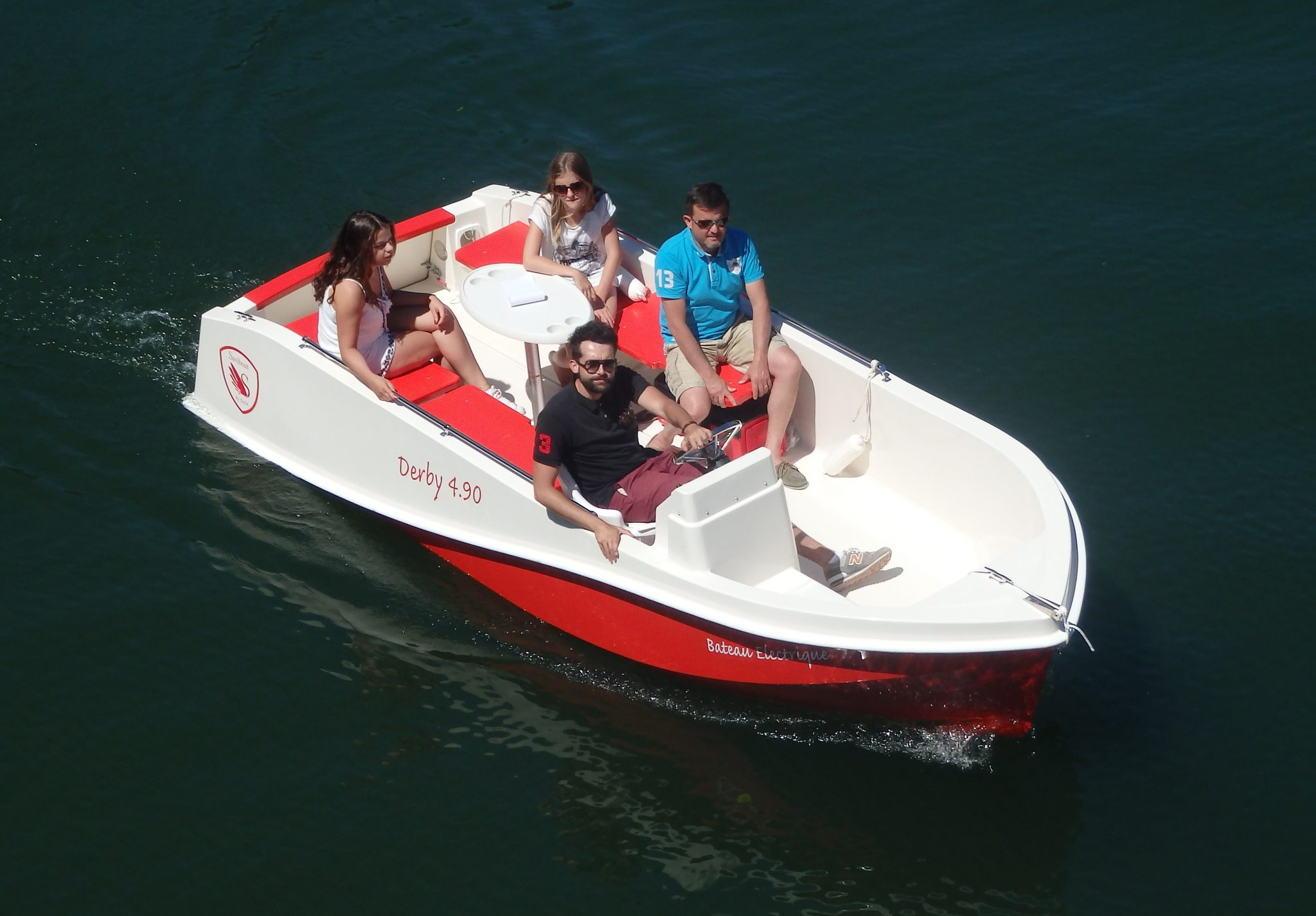 Forward helm and aft seating on the Derby 4.90